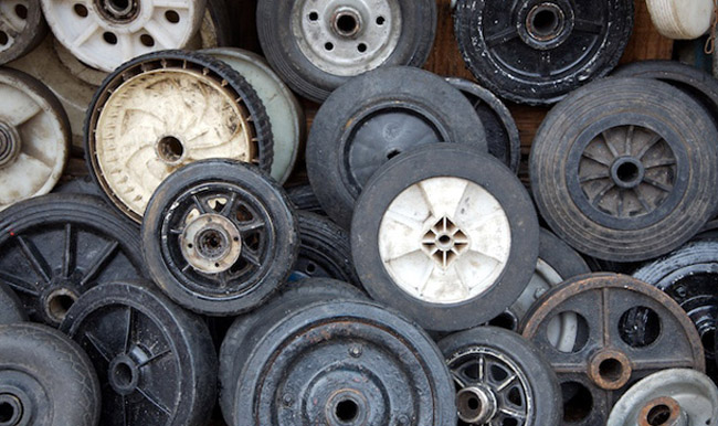 A collection of wheels sit on the roadside in Manaus, Brasil